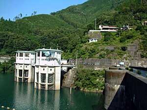佐久間ダム取水口